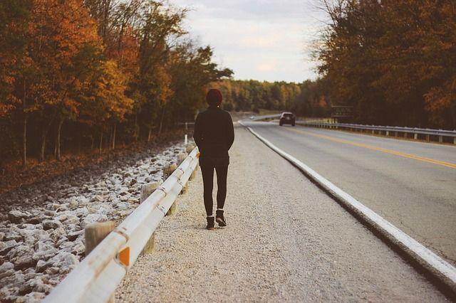 Pauvreté - la feuille de route pour le trottoir - l'autoroute du millionnaire